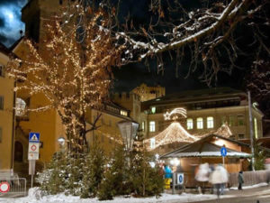 Mercatino di Natale di Brunico. Autore e Copyright Ufficio del Turismo Brunico