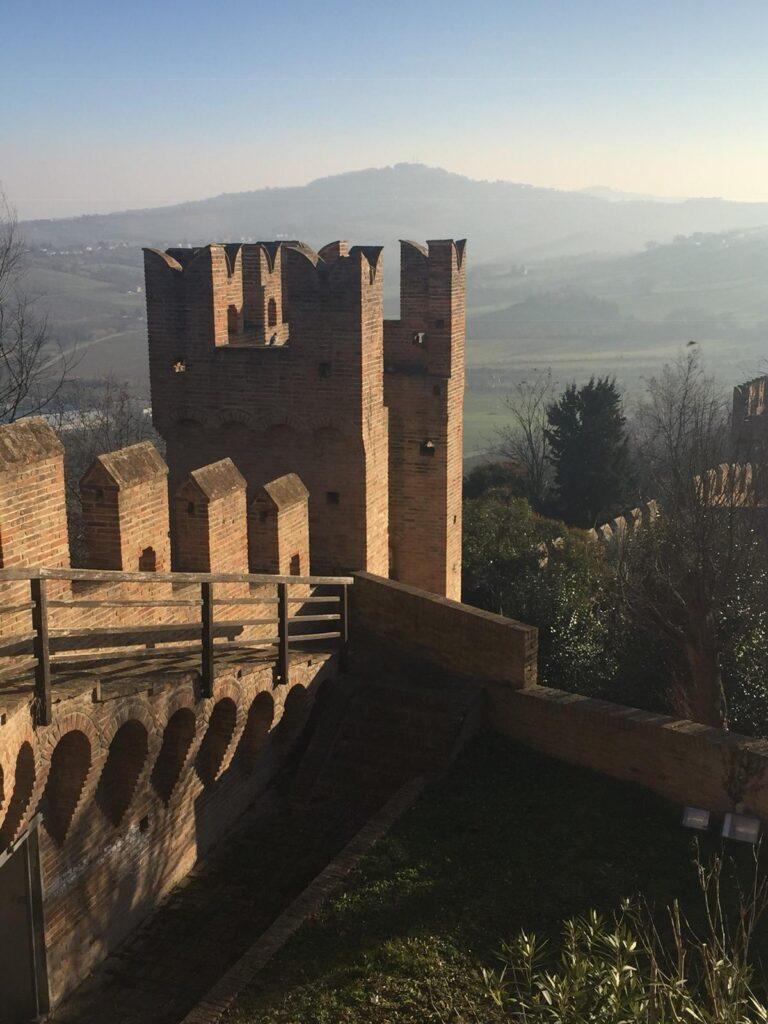 Gradara. Credit Marche Turismo, Le Marche di Urbino